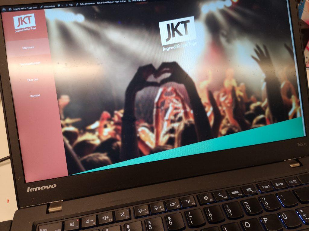 Die JKT Website 2019 auf einem Laptop